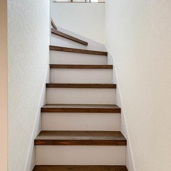 まずは一旦、階段を登って2階を見ていきましょう。