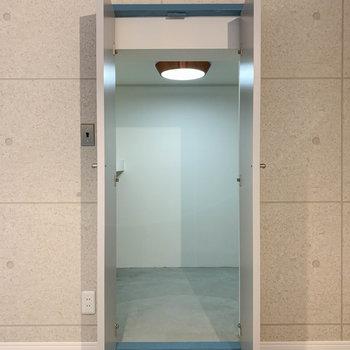 【地下1階】居室側、もう1つの収納があります。