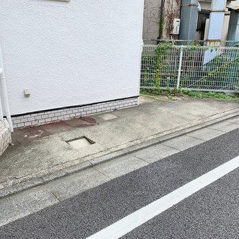 駐車スペースも一台分あります。