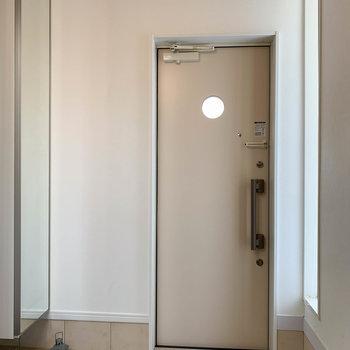 最後に玄関を。