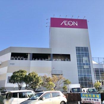駅から5分ほど歩くと、映画館が入ったショッピングモールもあります。