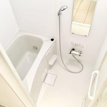 乾燥機付きの浴室、洗濯物を干すのはここでもいいですね。