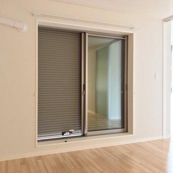 引き戸タイプの窓にはすべてシャッター付きで防犯面安心です◎