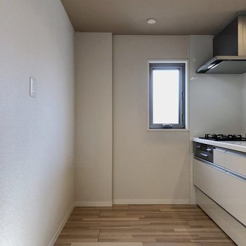 後ろも広めにスペース取られているので、家電も沢山置けます。