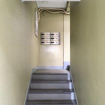 ポストは1階部分にありました。