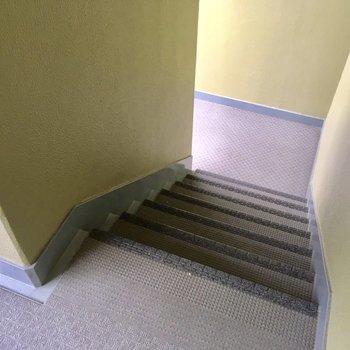 階段登って4階へ。