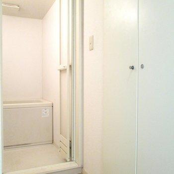 カーテンを付ければ、脱衣所スペースになります。※写真は3階の同間取り別部屋、清掃前のものです