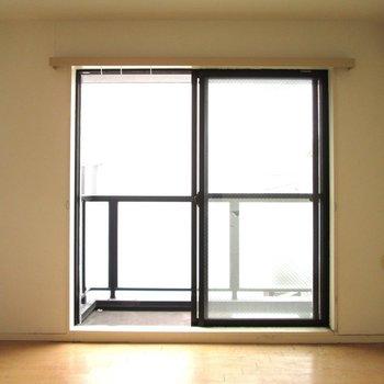 光も入りそうですね。※写真は3階の同間取り別部屋、清掃前のものです