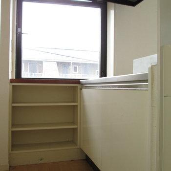 キッチンに窓があると換気もできますよね!※写真は3階の同間取り別部屋、清掃前のものです