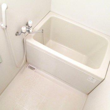 奥は浴室になります。※写真は3階の同間取り別部屋、清掃前のものです