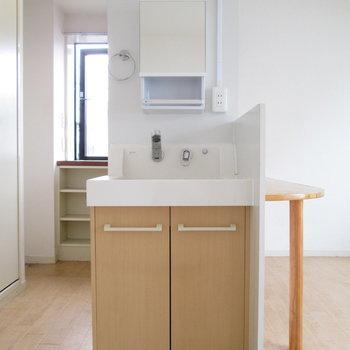 お部屋内に洗面台が!※写真は3階の同間取り別部屋、清掃前のものです