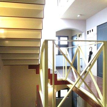 2階まで階段になります。