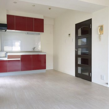 【LDK】こちらがダイニングスペースですね。※写真は2階の同間取り別部屋のものです