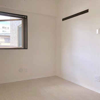 【洋室4.9帖】こちらのお部屋にも長押。※写真は2階の同間取り別部屋のものです