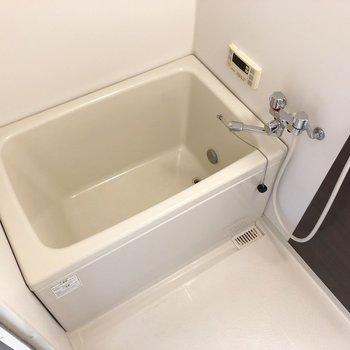 追焚き付き。いつでもゆっくりお風呂タイム。※写真は2階の同間取り別部屋のものです