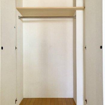 クローゼットはこんな感じ!※写真は2階の同間取り別部屋のものです