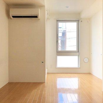 柔らかい光の中で暮らしましょう※写真は2階の同間取り別部屋のものです