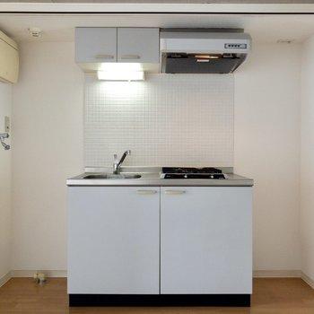 じゃん。左から洗濯機置場、キッチン、冷蔵庫置場。