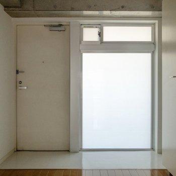 幅のある玄関。お好みのシューズボックスを。