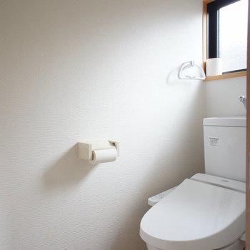 トイレには窓も。