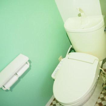 色見とタイルがレトロなトイレ!
