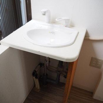 廊下に可愛い洗面台!