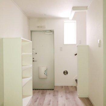 【1階】向かい側には玄関スペース