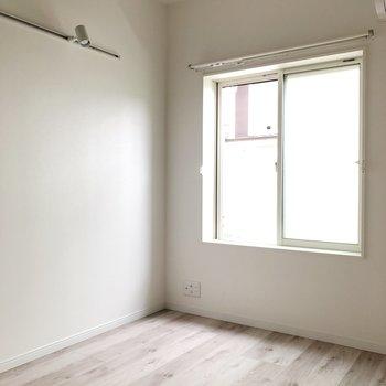 【2階】ロフトがあるので天井が高く広く感じます