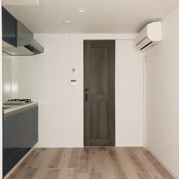 【1階】広々したキッチンスペース