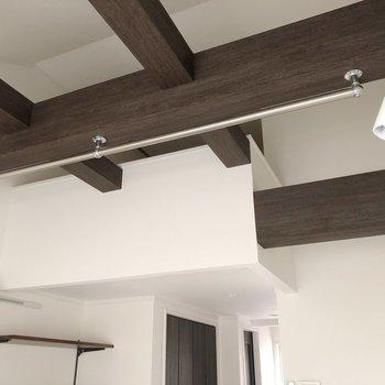 【2階】天井にもハンガーポールが!