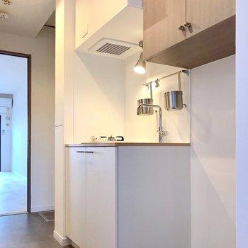 新品のキッチン!料理がさらに美味しく見える真っ白。