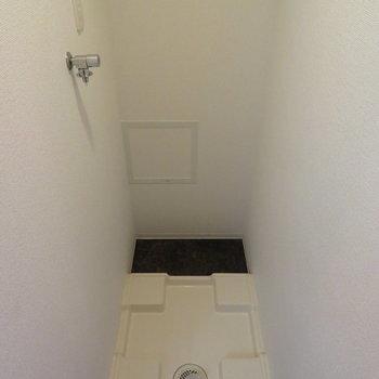 その横には洗濯機置き場が