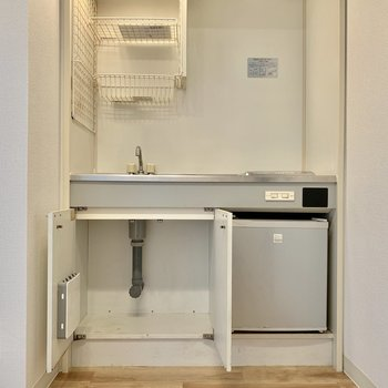 下部には冷蔵庫も付いていますね。