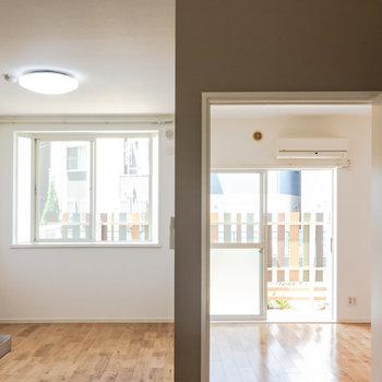 【LDK】無垢床、ラブ。※写真は1階の同間取り別部屋のものです