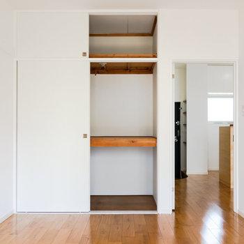 【洋室】床が気持ちいいので、敷布団で寝るのもありかも。※写真は1階の同間取り別部屋のものです