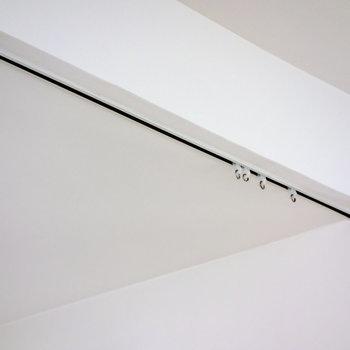 水回りはカーテンで隠せます。※写真は1階の同間取り別部屋のものです