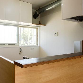 【LDK】自慢のカウンターキッチン!※写真は1階の同間取り別部屋のものです