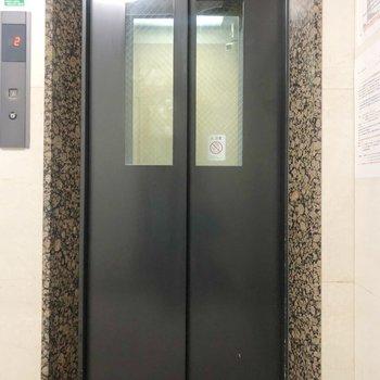 エレベーターで引っ越しもラクラク。