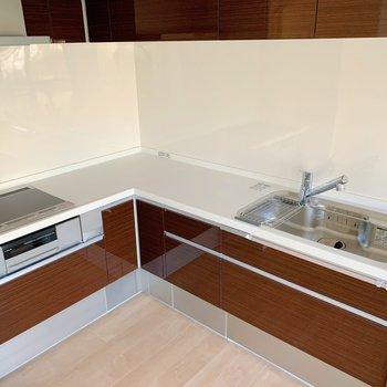 L字型のキッチン。3口にグリル付き◎お料理の幅が広がりそうです。