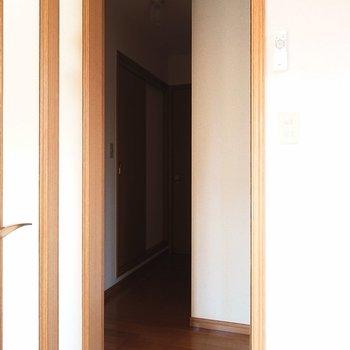 洋室の方へ向かいましょうか。