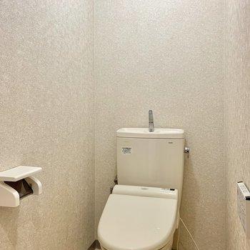 ゆったりとした広さのトイレ