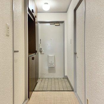 玄関はやや広めです