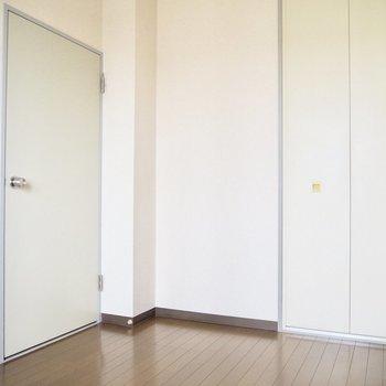 【洋室5帖】まっしろなお部屋※写真は5階の同間取り別部屋のものです