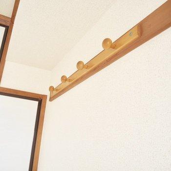 フックには和室に合うような絵や写真を掛けたいな※写真は5階の同間取り別部屋のものです