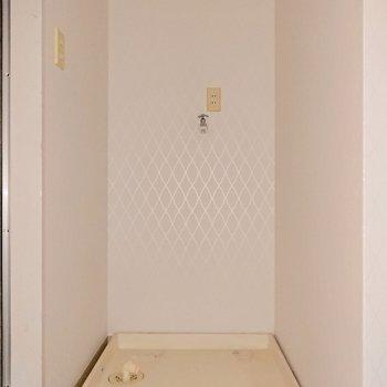 洗濯機置き場は浴室の手前に。