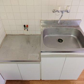 キッチンはコンパクトですが、2口コンロが設置できますよ。
