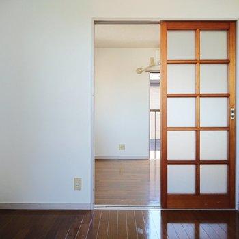 【洋室2】こちらが大きなお部屋につながっています。