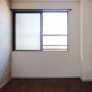 【洋室2】こちらのお部屋はコンパクトですね。