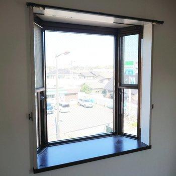 【洋室1】出窓には何を置きます?