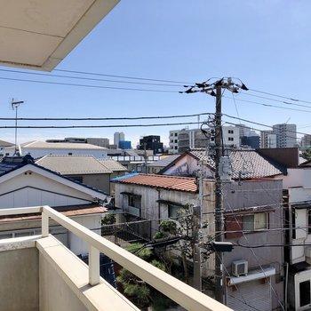 周辺は高い建物がほとんどありません。
